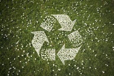 回收塑料品通过黑科技变身纱线!运动品牌刮起环保风,用垃圾做服饰你会买吗?